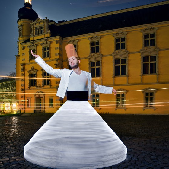 dancing-derwisch-lightpainting-advertisement-castle-oldenburg