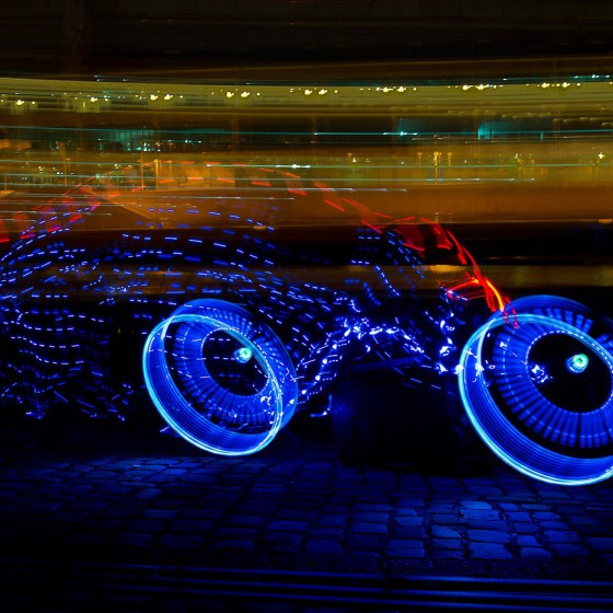 lenovo-light-painting-bampaign-blue-tron-bike