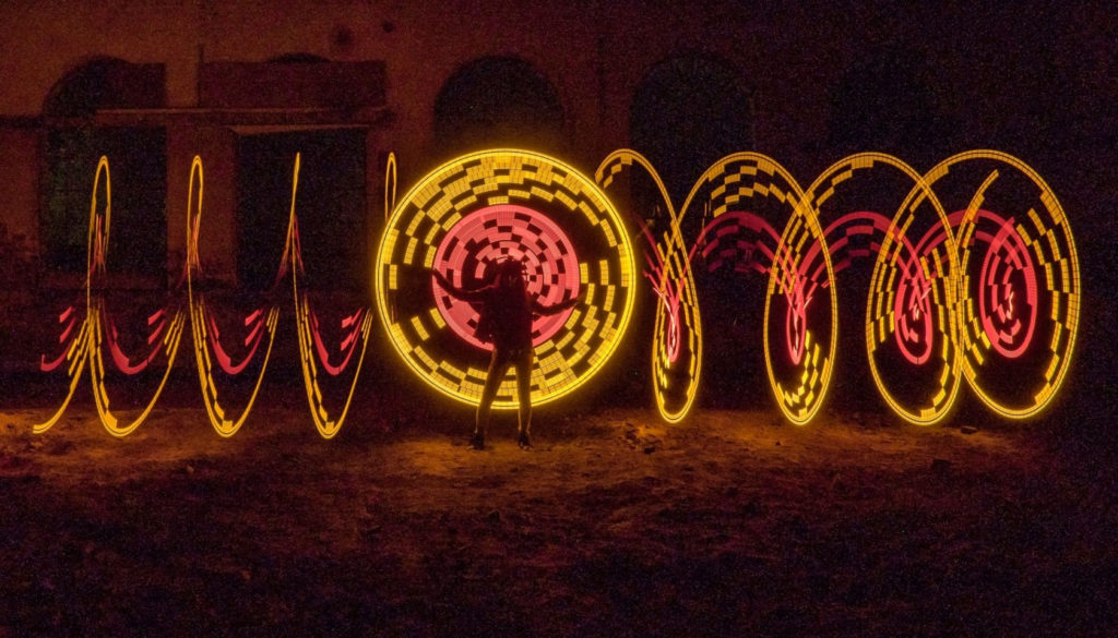 Light Painting - Workshop Pixelgang Woman and moving orb - by JanLeonardo Light Art Photography